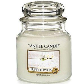 Yankee Candle Fluffy Towels  - Świeca Średnia